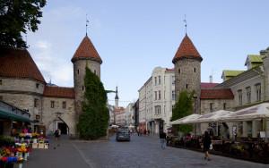 Puerta_de_Viru,_Tallinn,_Estonia,_2012-08-05,_DD_11